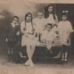 De izquierda a derecha: Enrique, Leonila, Francisco, Elena, Josefina y sentado Manuel